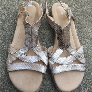 Women's Naturalizer Gold Strappy Sandals Size 9.5M